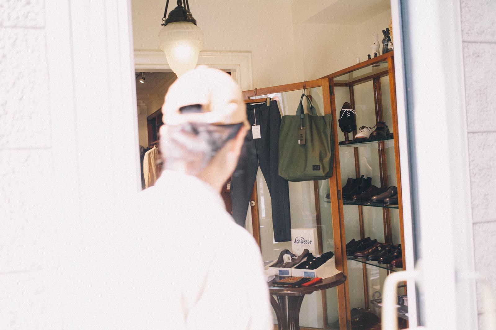 代々木上原のセレクトショップ バーニッシュ 立ち上げとバイヤーを務め、現在はGMT inc プレスの三浦さん越しの店内