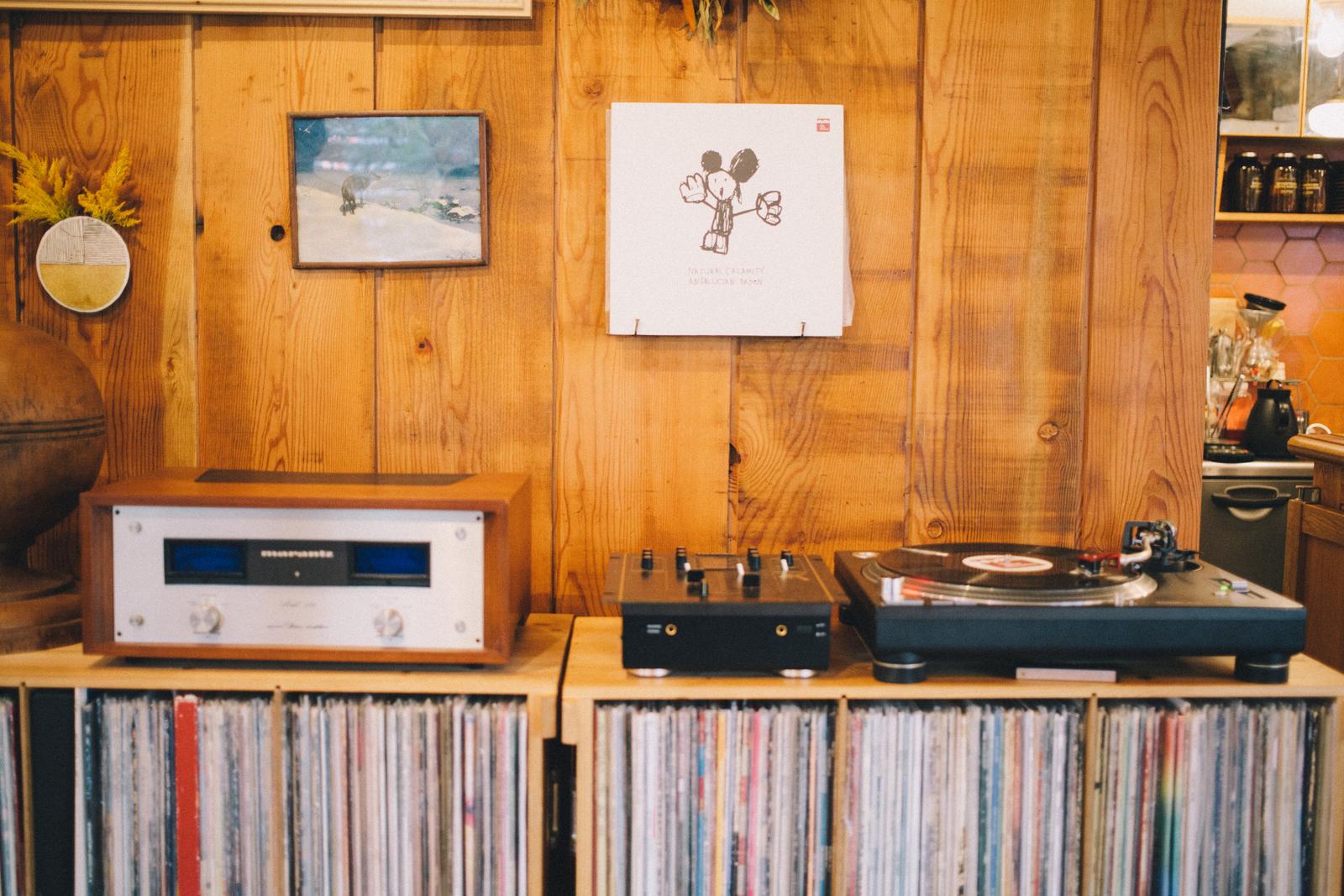 パドラーズコーヒー レコード棚