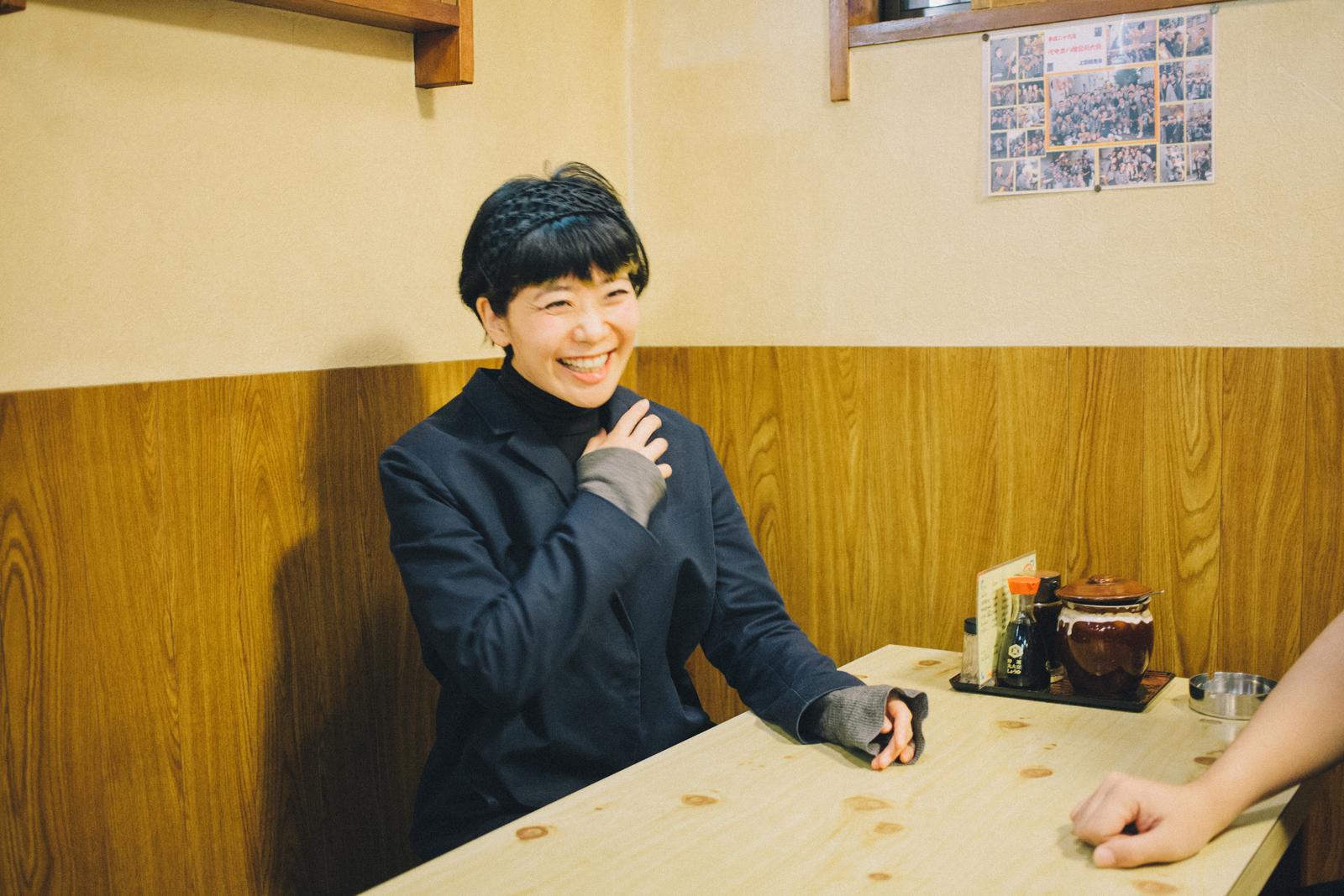 代々木上原 とんかつ 竹乃で会話する今井さん