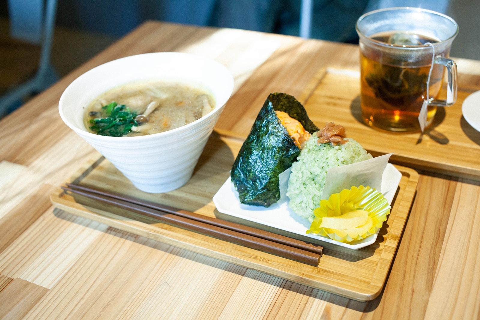 東京和茶房 ランチ おにぎり 豚汁