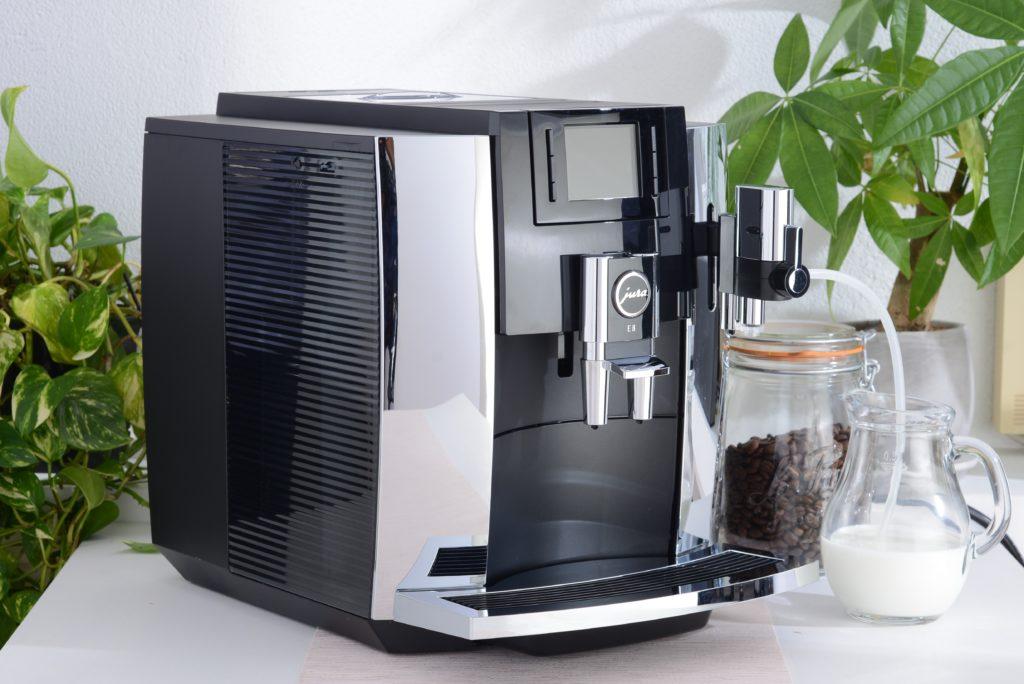 コーヒーマシン、フラットホワイト、カフェラテ